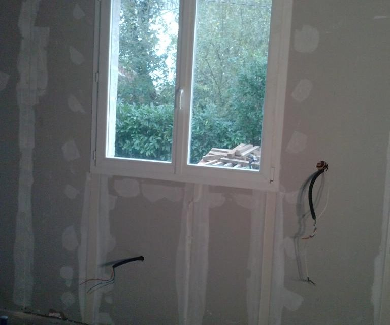 Comment faire les joints entre le placo et les fenêtres ?